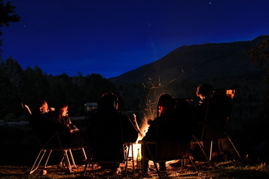 noche-vieja-junto-al-fuego