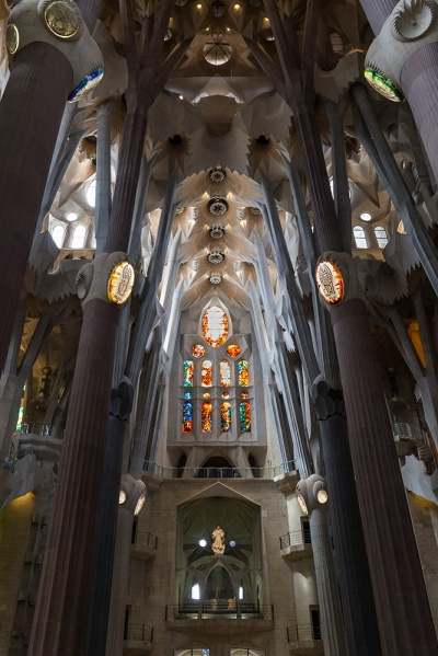 Sagrada-Familia-Interior-11