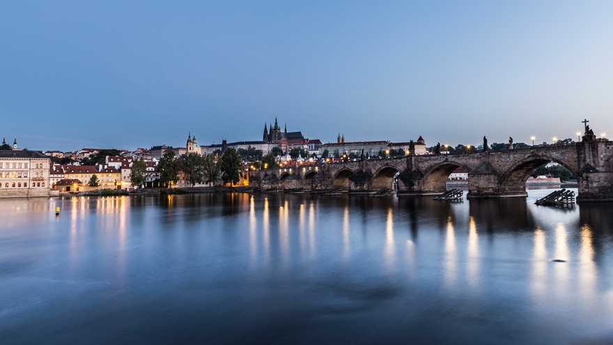Charles-Bridge-at-Dawn-Web